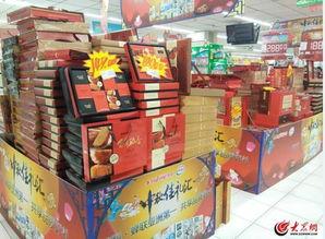 9月18日上午,济南银座超市内中秋月饼正在大促销,月饼价格亲民.