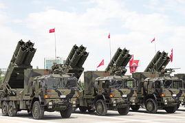 土耳其举行阅兵中国火箭炮亮相