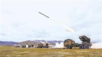 西部战区炮兵旅高原实弹演练火箭炮齐射