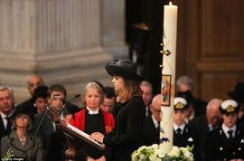 英国女王伊丽莎白二世和其丈夫菲利普亲王出席葬礼。