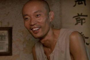 戛纳电影节上,葛优凭借《活着》中的福贵拿到了亚洲第一个戛纳影帝.