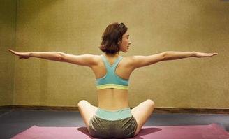放松腰部的瑜伽姿势