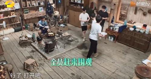 节目上,黄磊尝试制作叫花鸡,可惜手艺不到家,将叫花鸡给烧糊了.