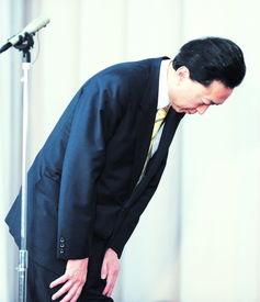 日本首相鸠山由纪夫昨日在执政的民主党众参两院议员全体会议上宣布辞去首相职务.