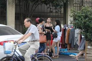杭州淘女郎当街更衣市民批不雅