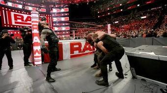 RAW WWE环球冠军赛,黑羊兑换合约包 圣盾重组 合力击垮黑羊