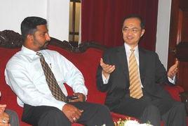 中国驻斯里兰卡大使叶大波会见科伦坡市长埃姆提亚斯