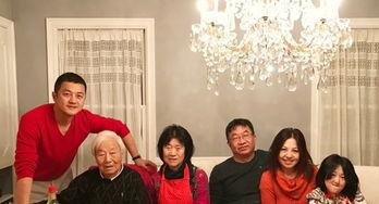 李亚鹏与家人美国过年李嫣秀发披肩少女感十足
