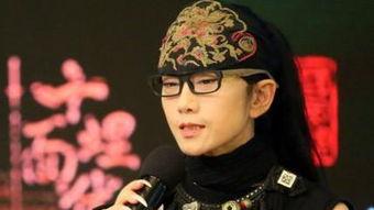 杨丽萍为什么总戴帽子(为什么导演总要带个帽)