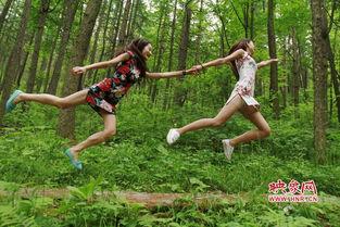 女大学生穿旗袍施展凌波微步 欲修炼漂浮女孩