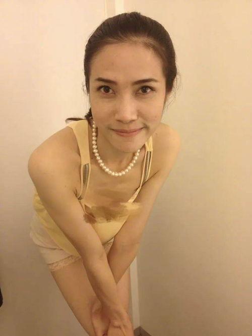 组图宫斗升级泰国王妃诗妮娜私照外泄不雅姿势引热议