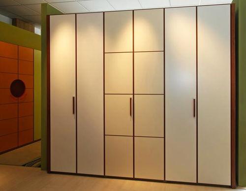 衣柜门过高变形