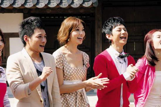 林志玲(中)与《快乐大本营》主持人维嘉(左)、何炅