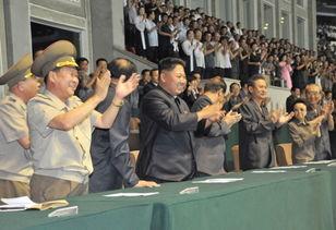 金正恩观看朝鲜男足决赛 带头起立鼓掌 高清组图