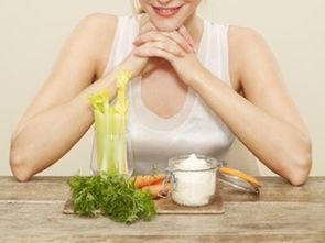 西芹牛奶汁,传说中的瘦脸偏方 的做法 菜谱