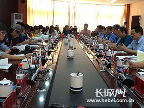 贵阳市公检法部门的相关负责人向新媒体记者介绍情况.