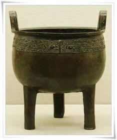 鼎,是中国古代最重要的青铜礼器之一,传说夏禹曾收九牧之金铸九鼎于荆山之下,以象征九州,并在上