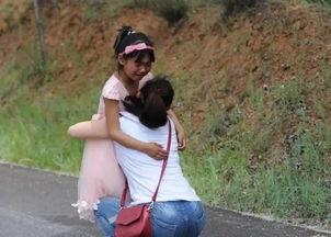 儿童节愿望见妈妈一面留守儿童不舍追车跑
