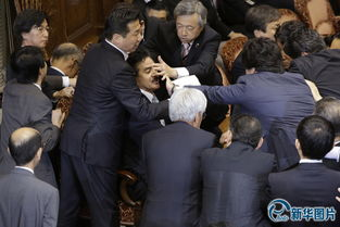 日本在野党彻夜大闹国会力阻执政党通过安保法案
