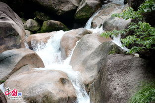 关于山中潭水的诗句