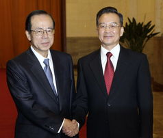 日,国务院总理温家宝在北京人民大会堂举行仪式,欢迎日本首相福田康夫访华.