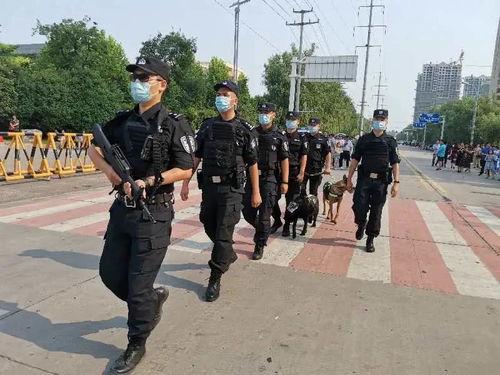 亳州市公安局特警支队辅警大队二班班长孙世彪以身做墙守平安