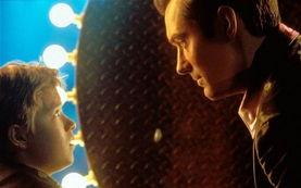 史蒂文-斯皮尔伯格2001年的电影《人工智能(ai)》描绘了一个机器人变成怪异人类的未来.