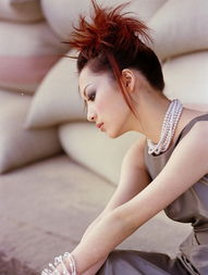 调出蓝紫色室内时尚女性照片的PS技巧
