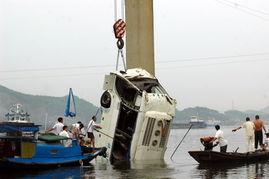 宜昌坠河事故已致5人死亡