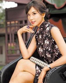 林志玲穿自己的私藏旗袍拍年历.