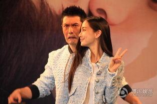 黄晓明与baby合影不甘做绿叶 频做搞怪表情抢镜
