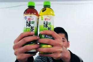 没问题,放心喝,深红色绿茶让人不放心根据市民提供的线索,记者在淄博市公交东站7路公交车附近找到了销售统一绿茶的商家,当记者要求购买统一绿茶时,这名商家从箱子内拿出了一瓶满是灰尘的统一绿茶,当记者对绿茶的质量表示担忧时,这名商家说道我在
