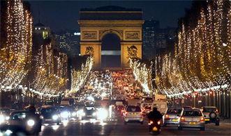 法国香榭丽舍大街灯光璀璨迎圣诞