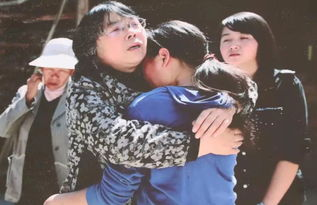 张桂梅老师到贫困山区学生家中家访