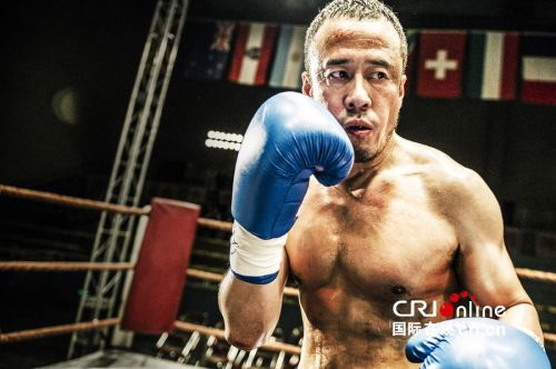 杨坤裸胸肌挥32拳 刘奋斗新作 冠军的心 依旧硬派 2