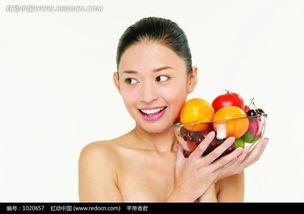 双手捧着一碗水果的美女图片免费下载 红动网