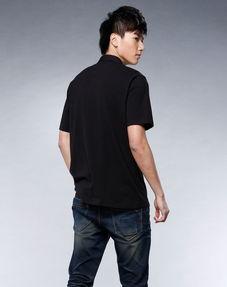 黑色t恤翻领