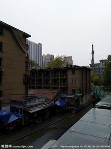 雨天的城市街道图片