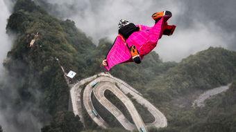 空中飞人翱翔云海图片记录翼装飞行世锦赛震撼瞬间