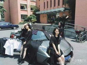 女大学生开兰博基尼跑车在校园里卖衣服