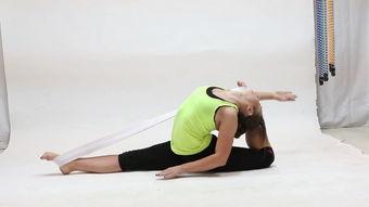 巧用弹力绳,提高瑜伽体式的开胯效果