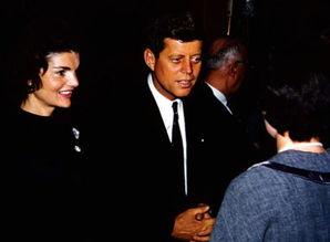 ...960年3月,约翰·肯尼迪和杰奎琳在威斯康星州阿普尔顿的竞选活动...