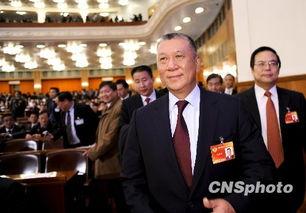 荆楚网消息(楚天金报)图为:何厚铧当选全国政协副主席