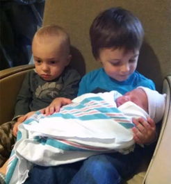 当小朋友知道自己有了弟弟妹妹时,简直太可爱噜