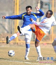 依靠奥比纳和高迪的进球2-0击败了北京八喜队(责:)