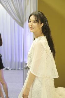 范冰冰白裙亮相 新衣 少女风超减龄