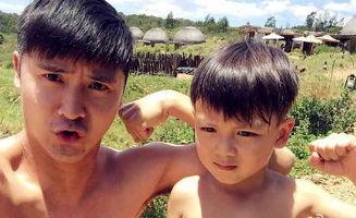 田亮和儿子裸上身搞怪