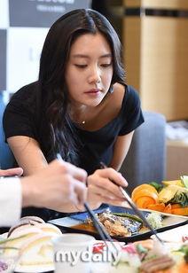 组图 韩D奶美女亮相中国节目吃东西表情销魂