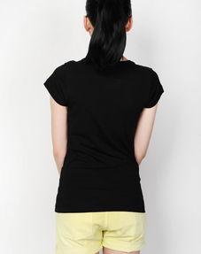 黑 t恤 正 背