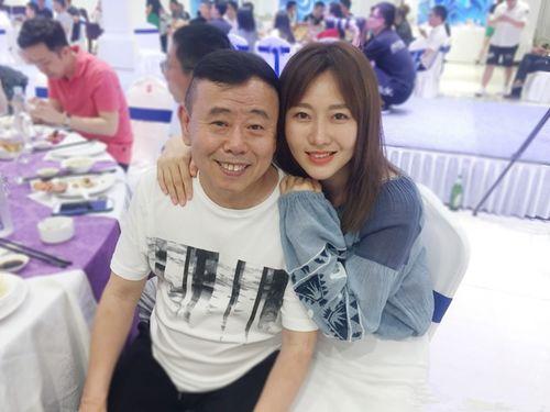 潘长江与女儿潘阳.(